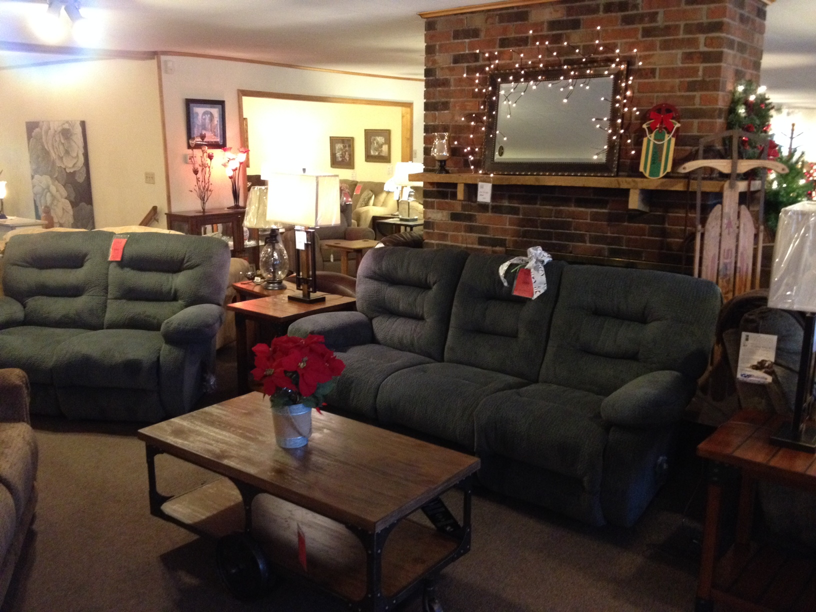 Ashley Furniture Stores >> Living Room Furniture & Home Decor: Battle Creek, MI | Russell's Country Store